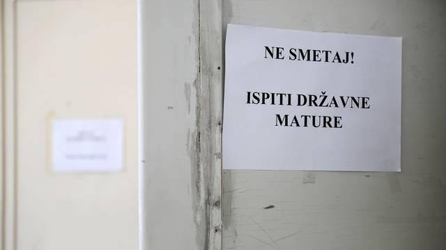 Maturanti su lošije napisali hrvatski, a bolje matematiku, 14.144 jedinica na maturi