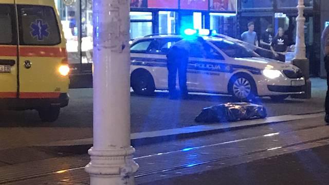 Žena preminula  na Trgu bana Jelačića: Nisu joj mogli pomoći