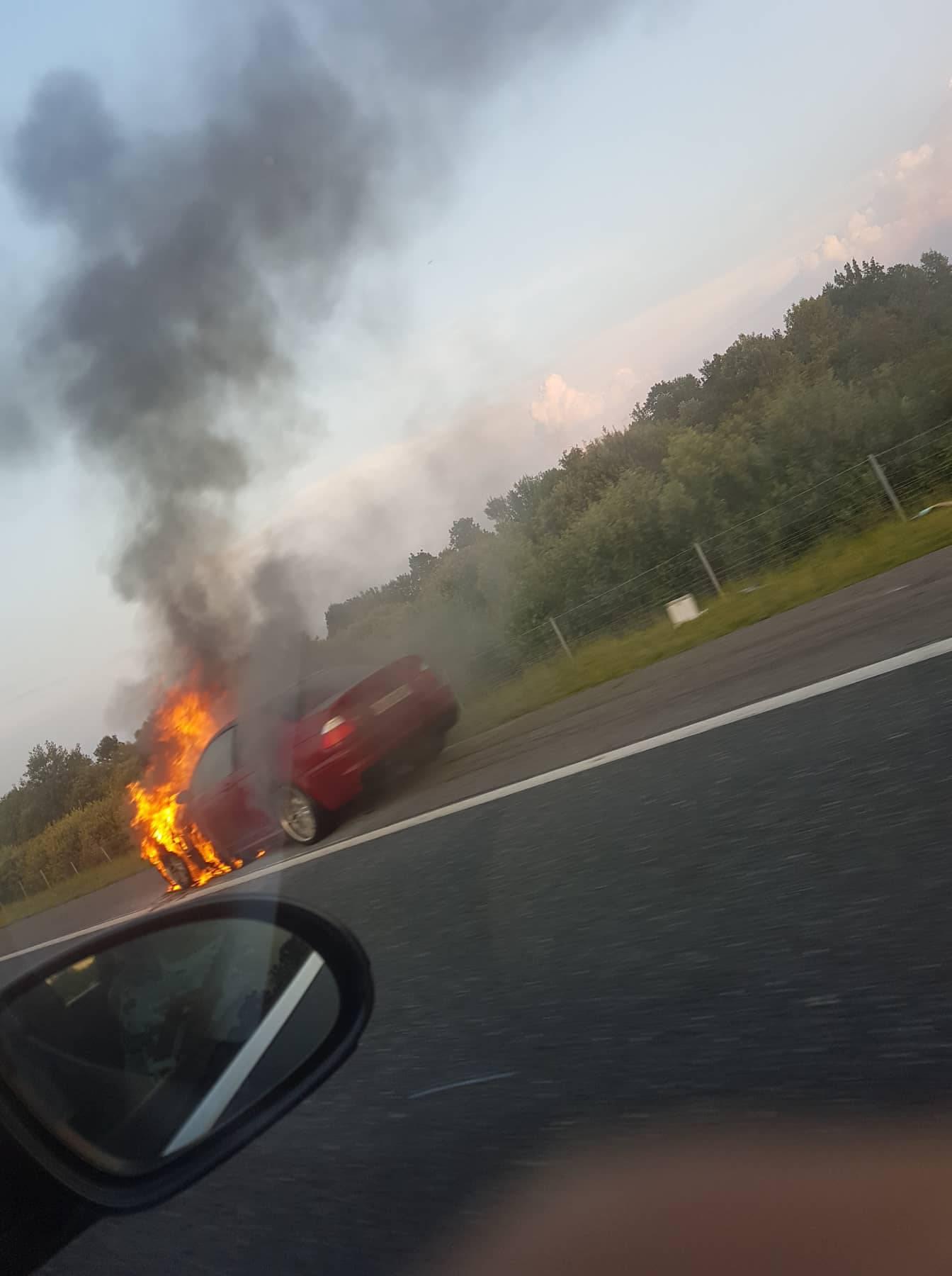 Na autocesti gorio auto: 'Dva kilometra prije smo vidjeli dim'