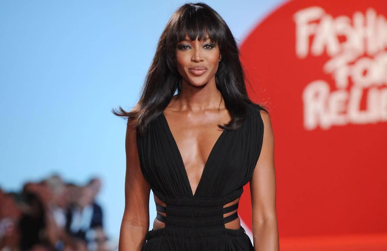 Naomi pozirala bez odjeće, na sebe 'odjenula' maramu i lanac