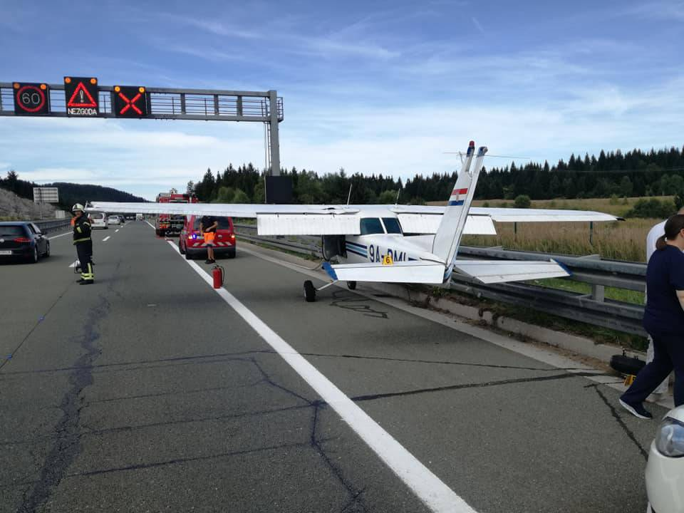 Avion sletio na autocestu: 'On pada, pada. Što je ovo?! Koči!'