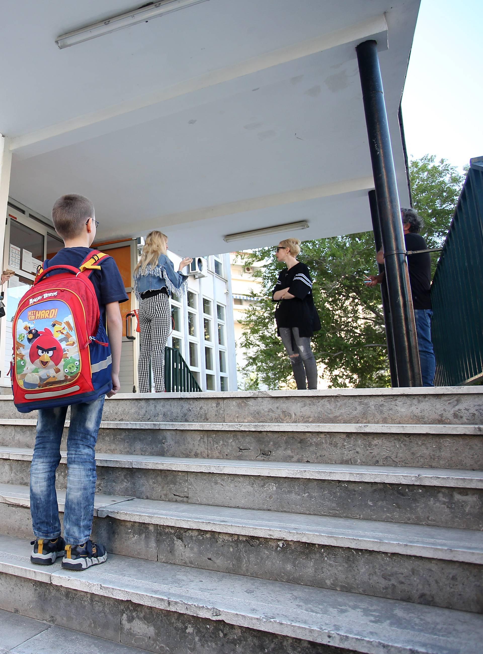 U školske klupe u Šibeniku vratili se učenici od 1. do 4. razreda