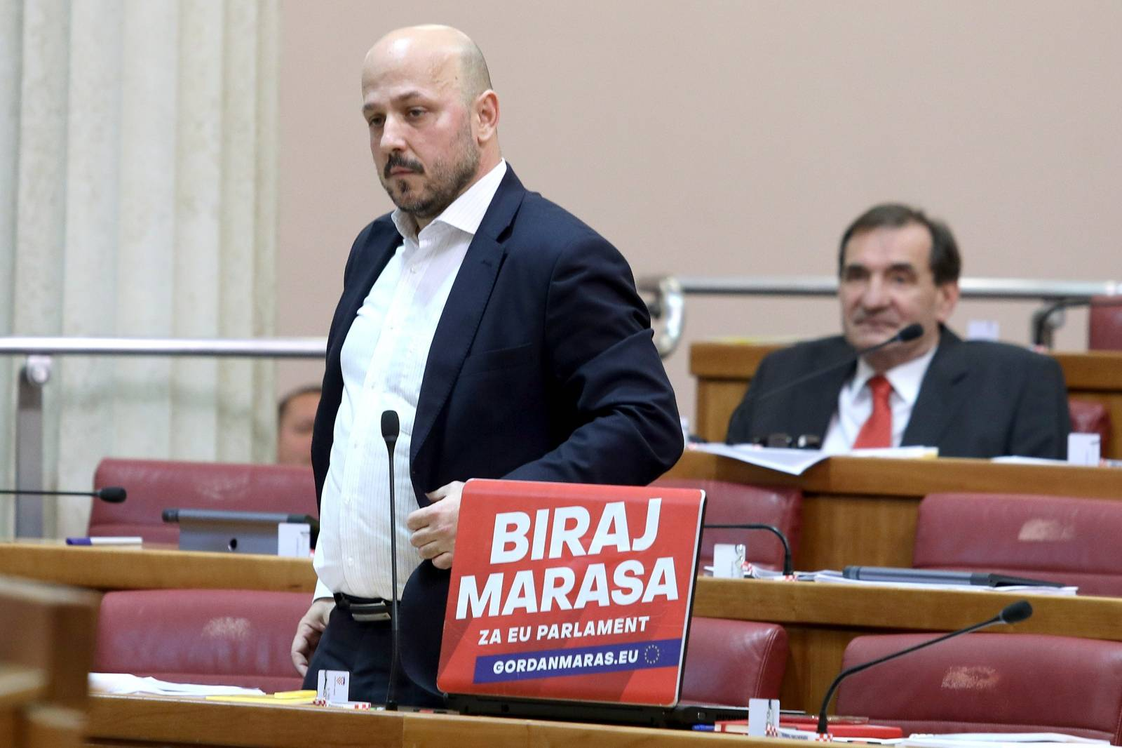Zagreb: Sukob Radina i Marasa koji nije želio ukloniti laptop s predizbornim sloganom