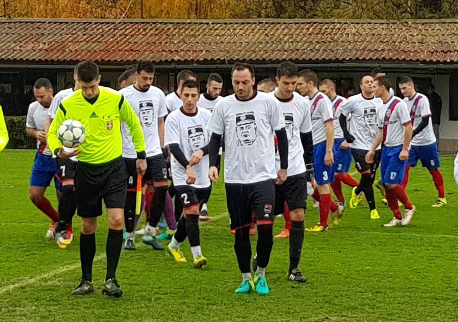 Novosadski nogometaši igrali su u majicama s likom Mladića