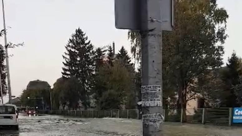 Zbog puknuća cijevi na Trešnjevci Zagreb čeka prometni kaos: 'Bit će problema i čepova'