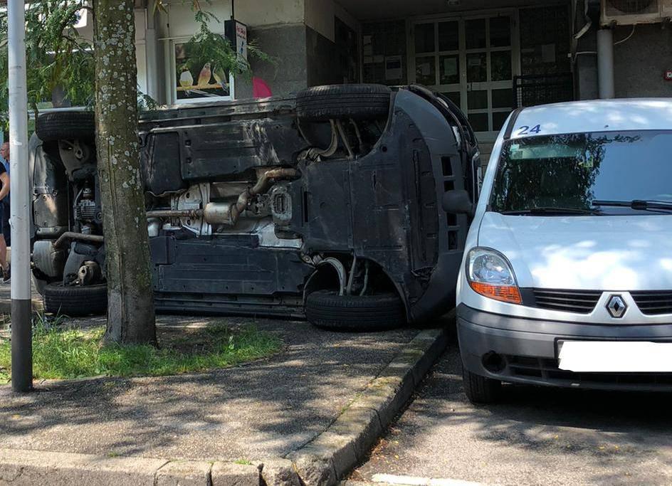 Jedan na boku: U sudaru kod Kvatrića oštećena četiri auta