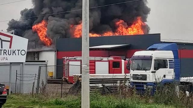 'Kvar na rasvjeti izazvao je požar skladišta u Sesvetama'