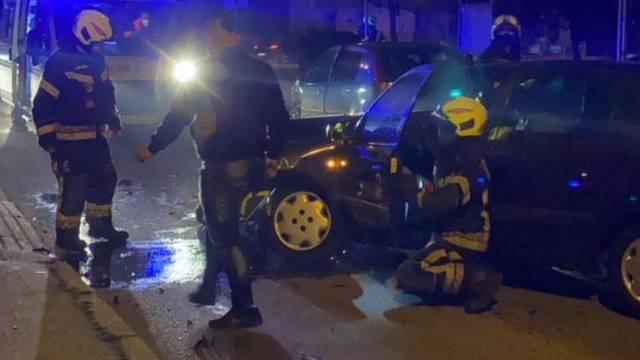 Sudar u Zagrebu: Vatrogasci izvlačili ozlijeđenog iz auta