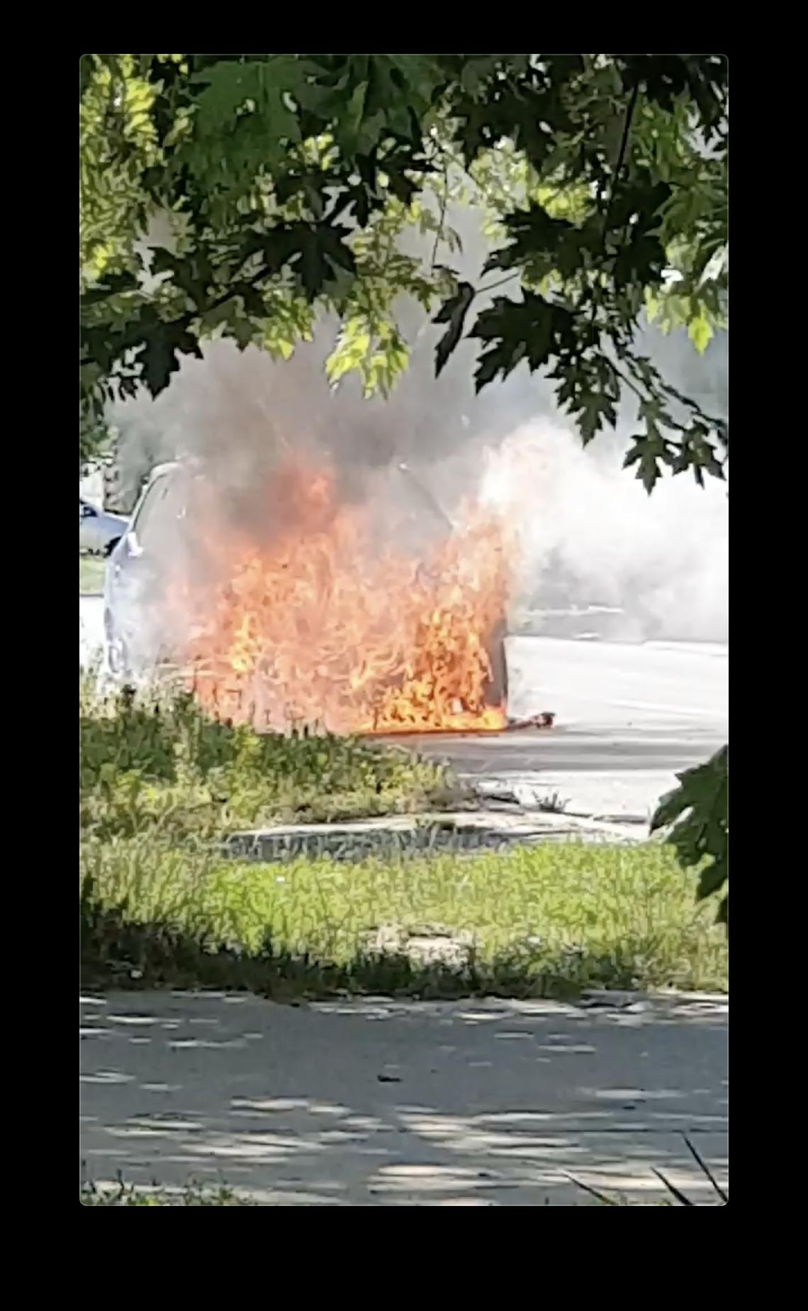 Đakovo: Auto mu se zapalio u vožnji, vozač je uspio pobjeći