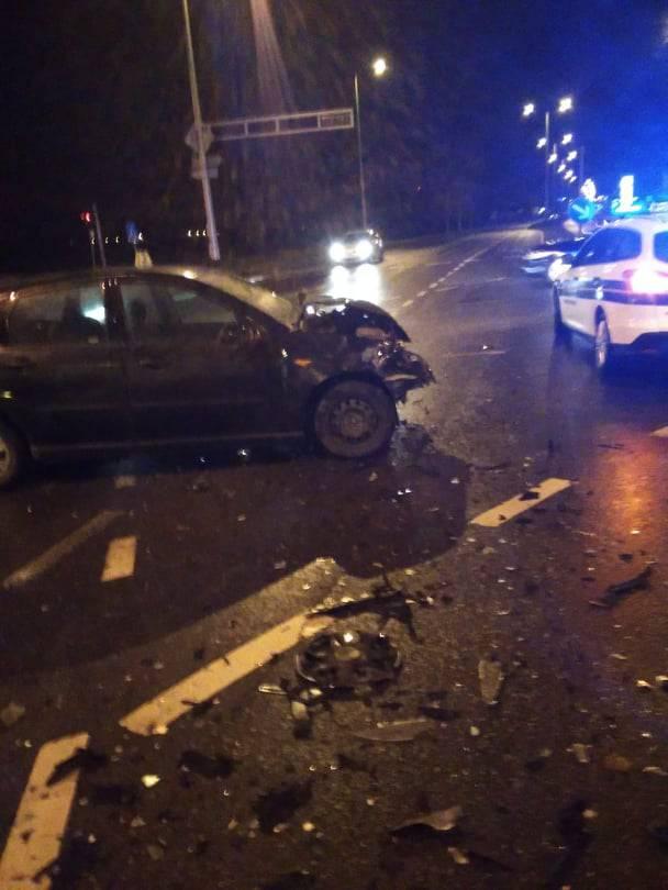 Teška prometna nesreća u Mlaki, auto vozio maloljetnik