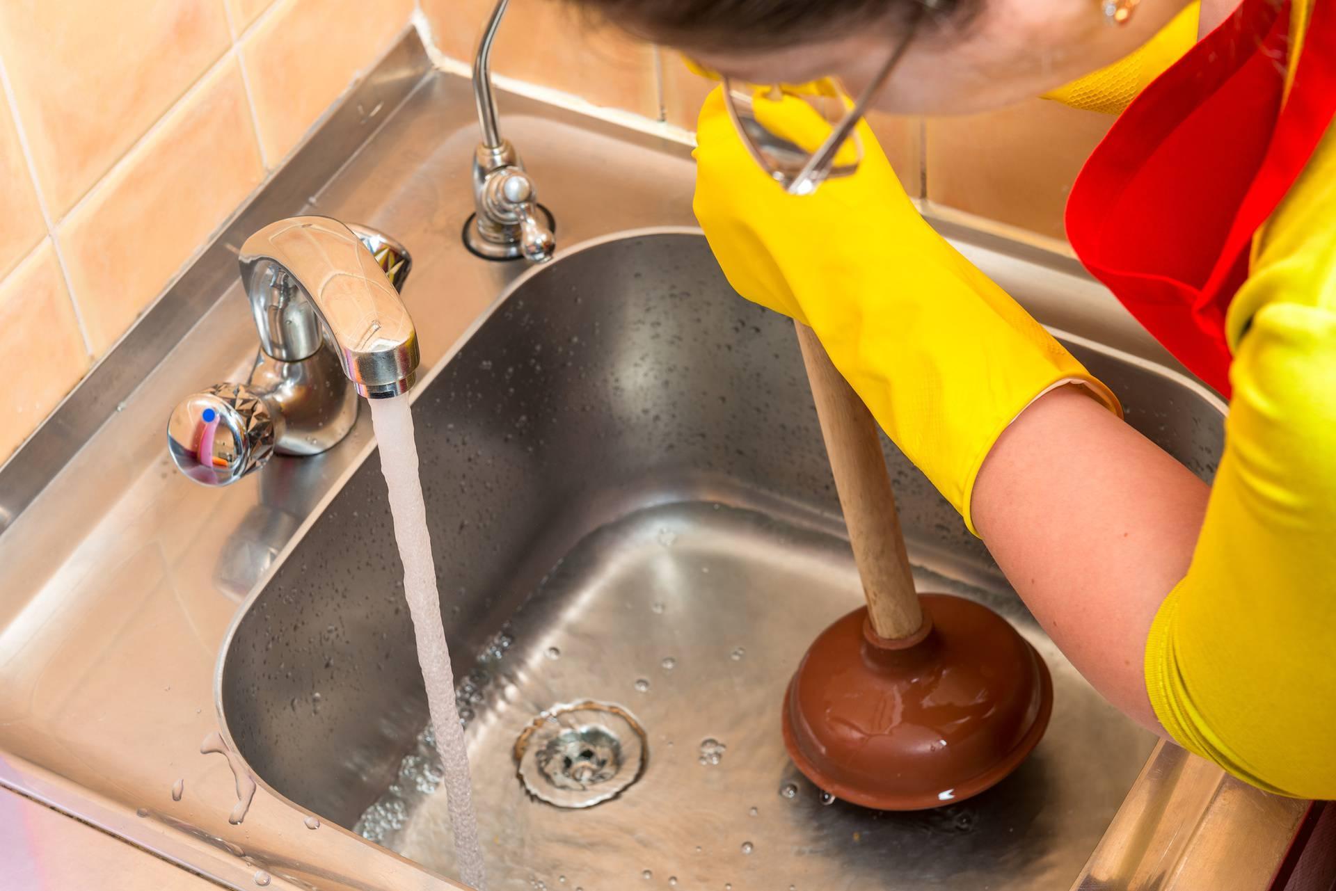Sami odčepite odvod i uklonite neugodne mirise u tri koraka