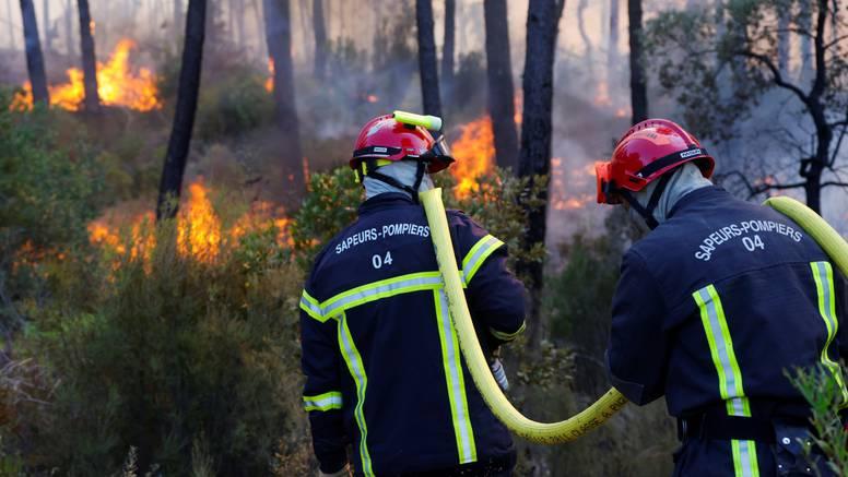 Požari gutaju francusku rivijeru, dosad je poginulo dvoje ljudi