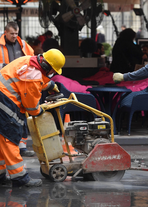 Pune ruke posla: Zbog puknute cijevi 'poplavljen' Cvjetni trg