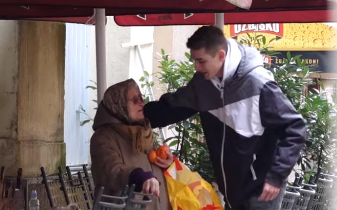 Ovo će vas rasplakati: Uljepšao je Božić starijima i nemoćnima