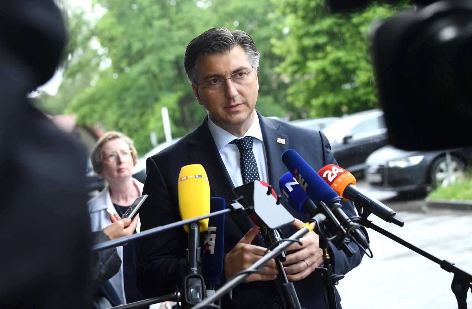 "Zagreb: Andrej Plenković posjetio Kliniku za infektivne bolesti ""Dr. Fran Mihaljević"""