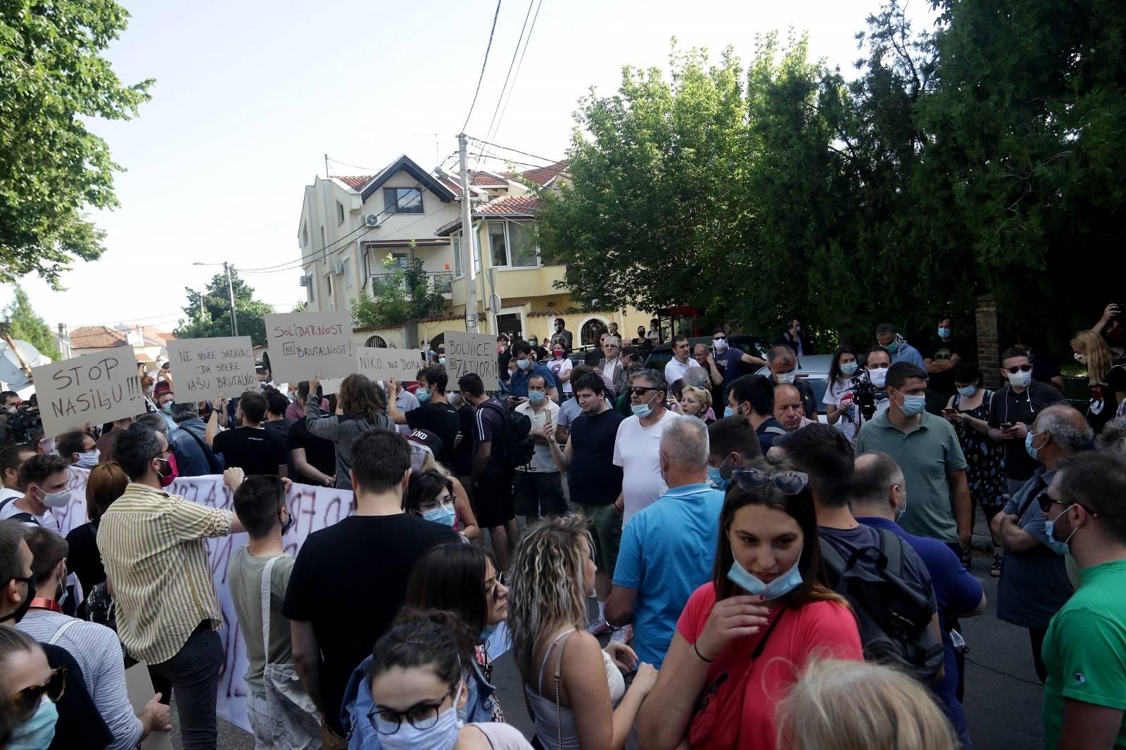 Beograd: Građani prosvjedovali ispred zatvora zbog uhićenih na prosvjedima u zadnjih šest dana