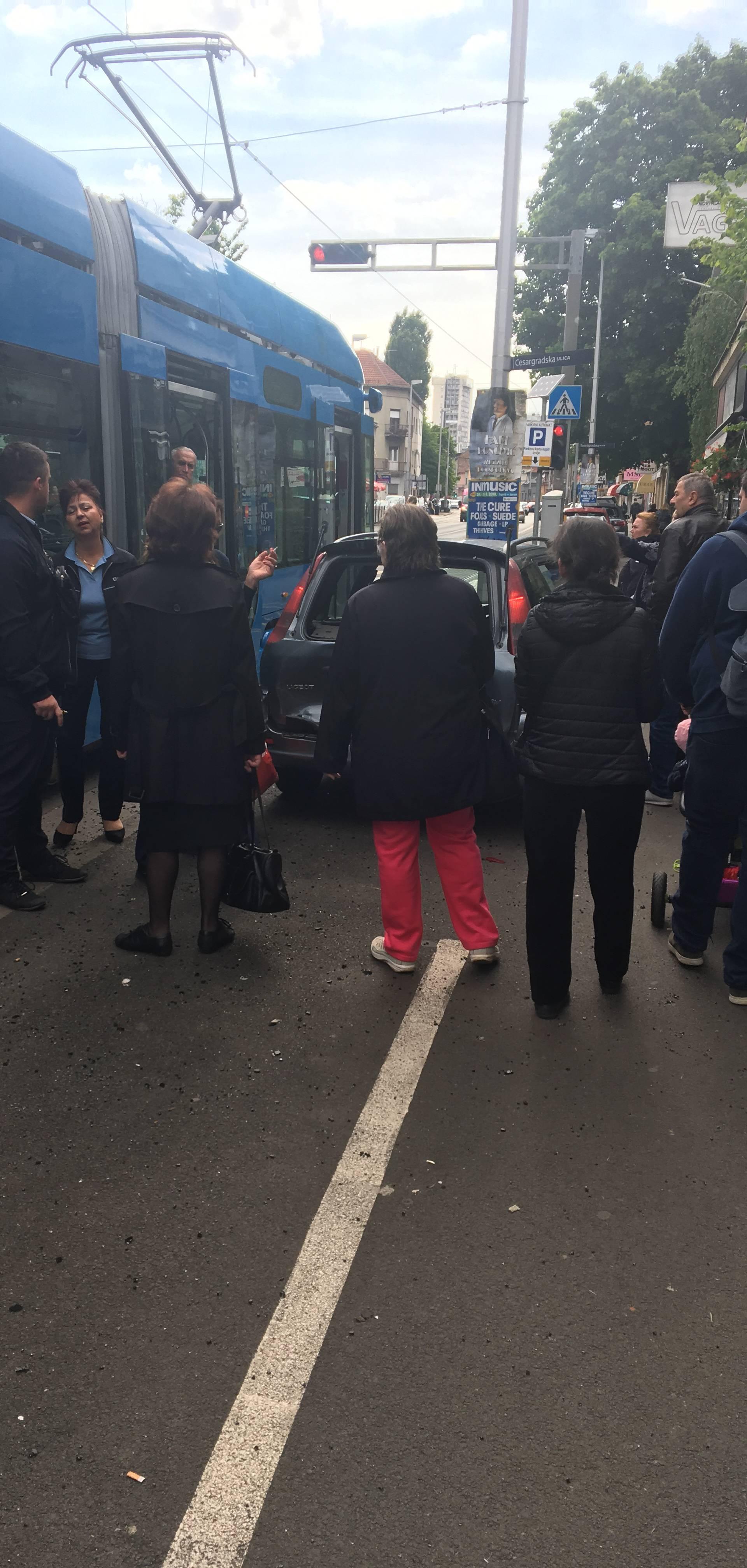 Sudarili se automobil i ZET-ov tramvaj: Nitko nije ozlijeđen...