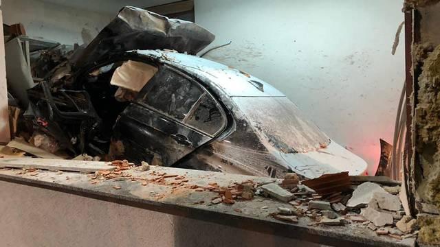Strava na autocesti: Zabio se BMW-om u naplatnu postaju, poginuo  je djelatnik HAC-a