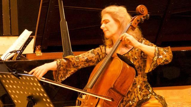 Glazba ublažava bol: Pariška violončelistica svira štićenicima doma za palijativnu skrb