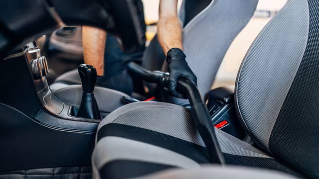 Video će vas zgroziti: Dokaz da auto sjedala treba češće čistiti