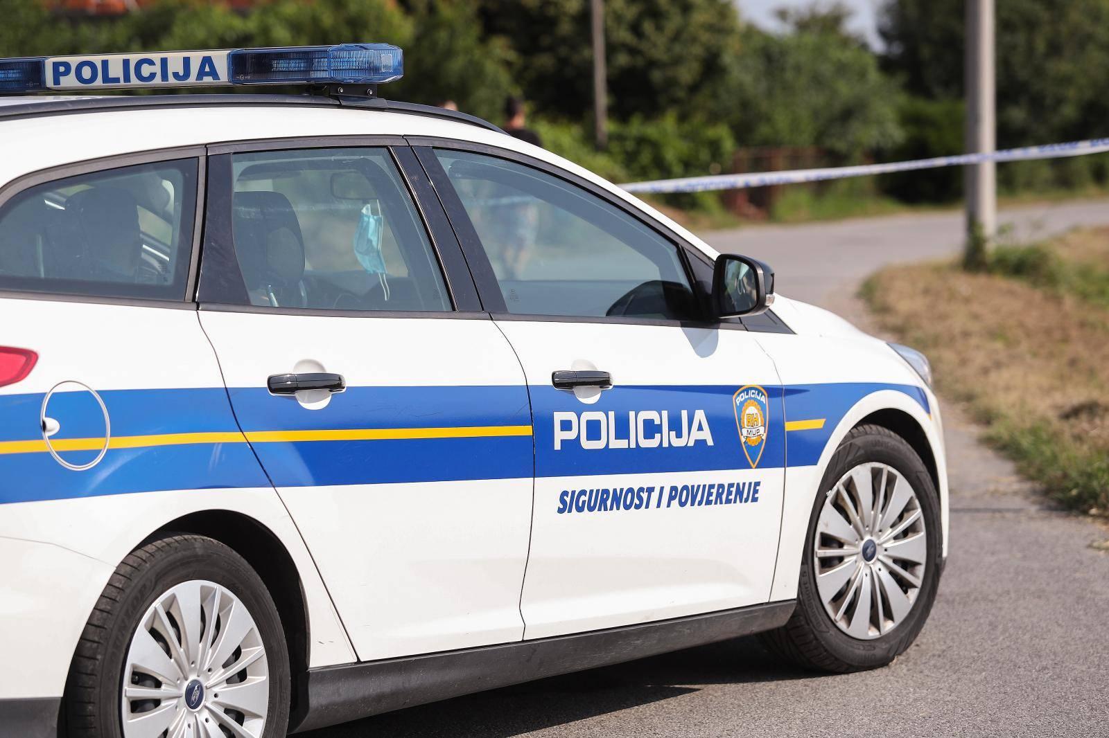 Prebrzo vozila i sletjela s ceste: Putnica ispala iz auta i poginula