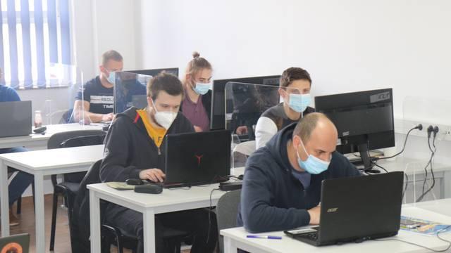 U Lipiku uče kako programirati umjetnu inteligenciju: Za mjesto u tečaju borilo se po 10 ljudi