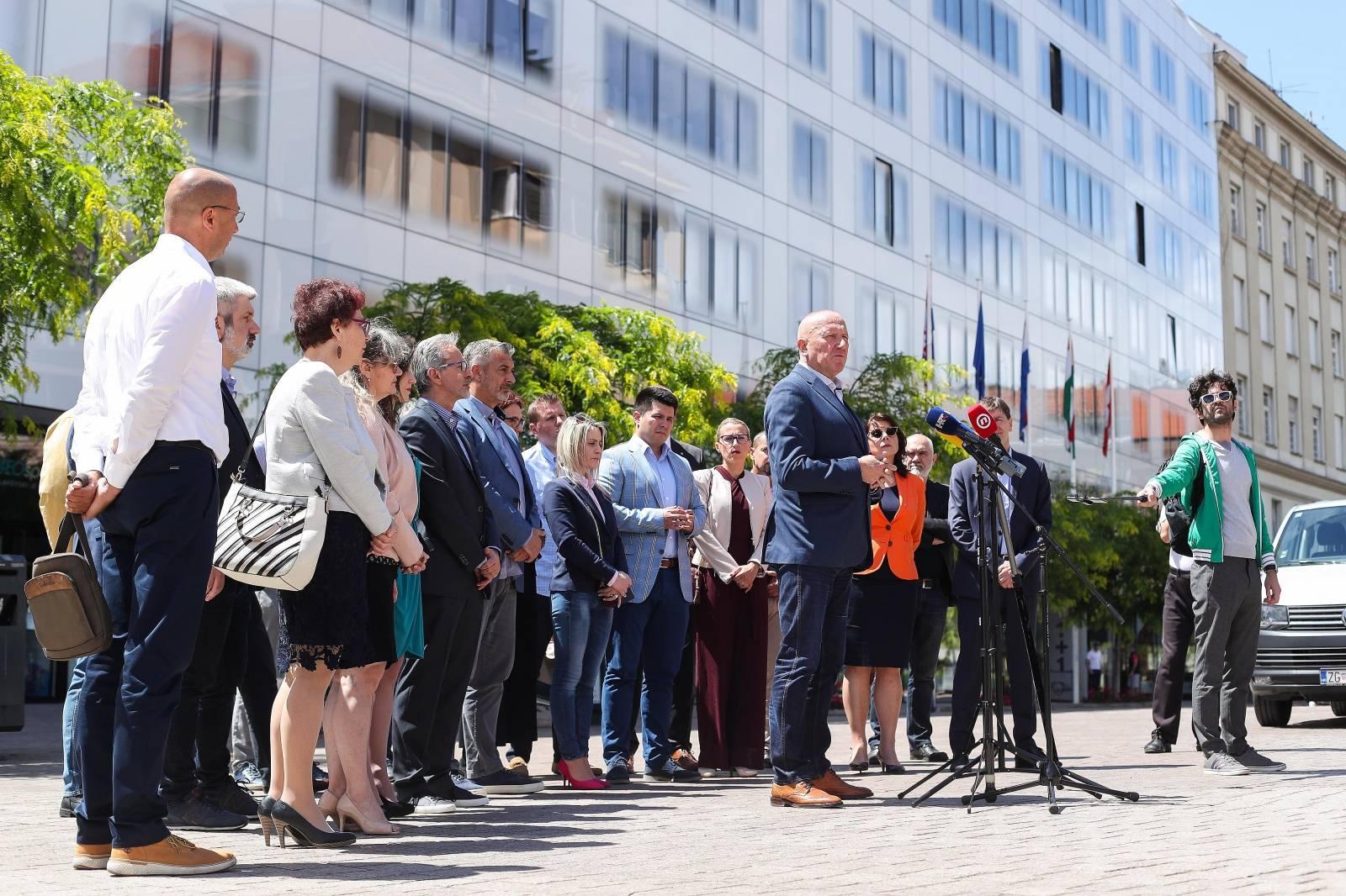 Zagreb: Konferencija za novinare stranke s Imenom i Prezimenom
