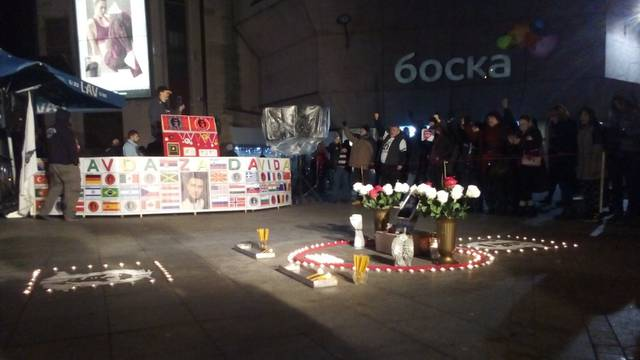 Policija rastjeruje prosvjednike s trga, više ljudi je uhićeno