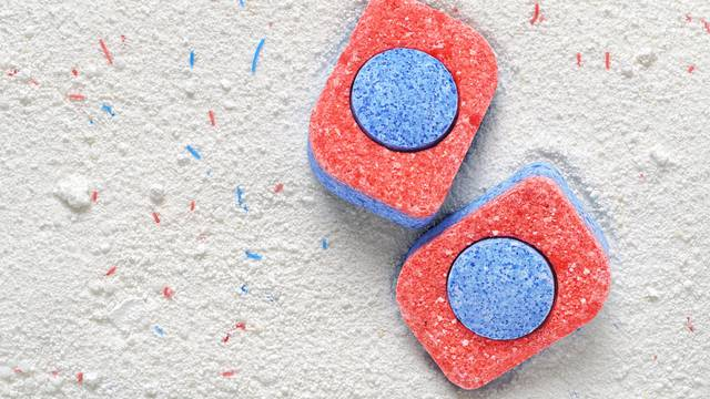 Tablete za perilicu suđa super su za čišćenje pećnice - probajte