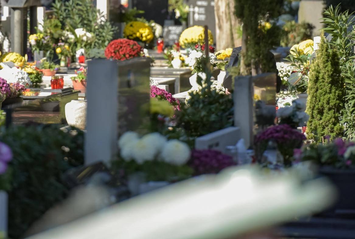 Zadar: Građani obilaze groblje povodom blagdana Svih svetih