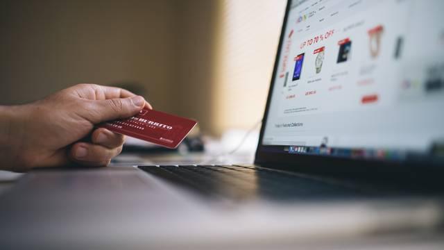 Ljudi zbog pandemije sve više kupuju ovih sedam stvari online