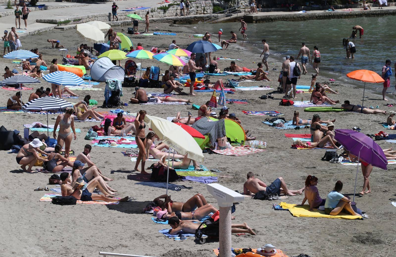 Spas od toplinskog vala: Plaže su jučer bile krcate kupačima!