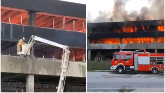 Izbio veliki požar u Bihaću: 'U toj se zgradi okupljaju migranti'