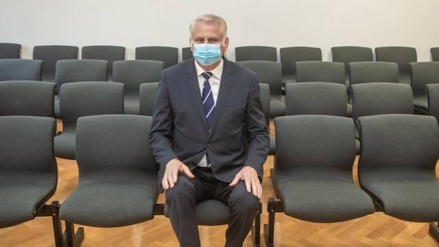 Osijek: Nastavljewno suđenje saborskom zastupniku Franji Luciću za podmićivanje novinara