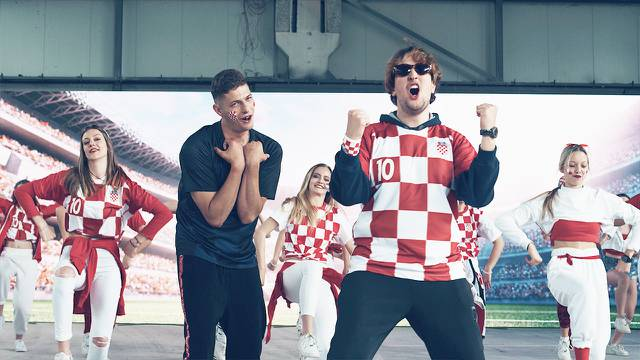 Hiljson i Karlo Kreš imaju novu stvar: 'Crveno-bijelo-plava' je totalno drugačiji navijački hit!