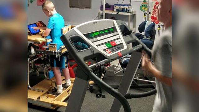 Oni imaju dogovor: Dok se sin drži terapije, otac mora trčati