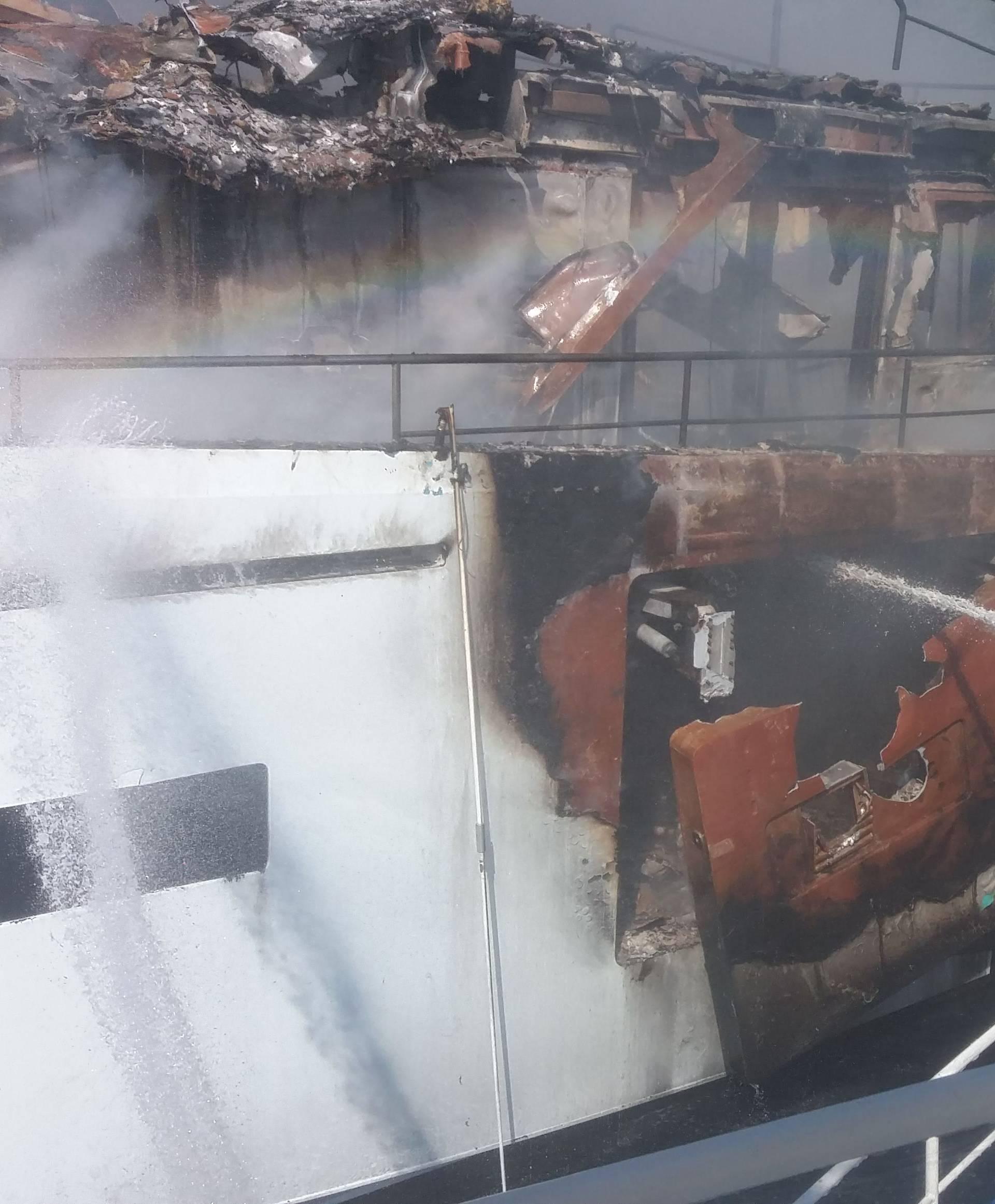 Ugasili požar na luksuznoj jahti kod Olipa: Gorivo nije iscurilo