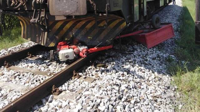 Vlak naletio na frezu: Čovjek ju je vozio i onda zapeo za prugu