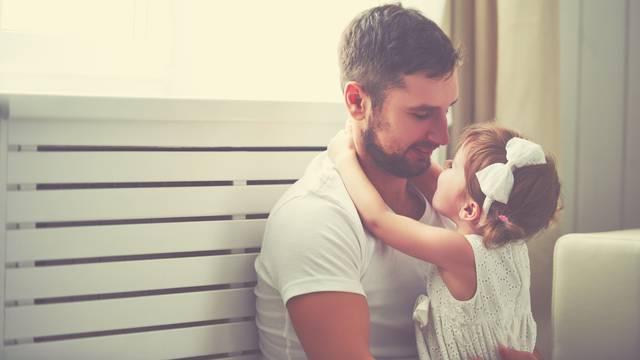 Kako tata utječe na kćer? On joj je putokaz za stvarni život