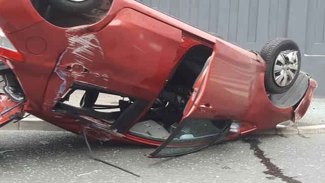 Završio na krovu: U sudaru u Zagrebu troje ljudi ozlijeđeno