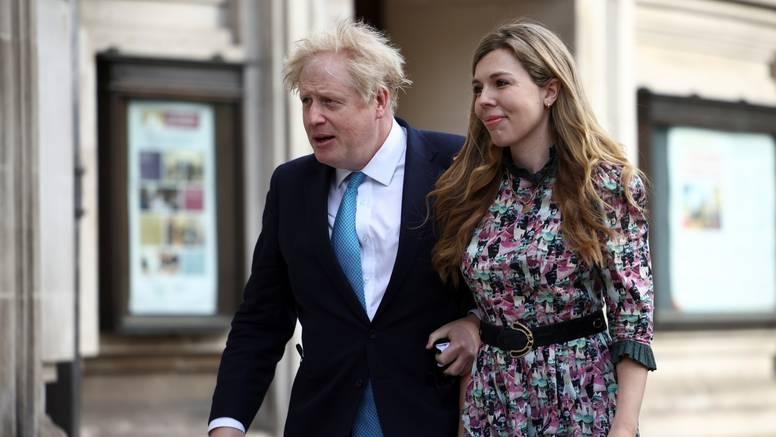 Boris Johnson ženi se u srpnju: Ovo će mu biti treći brak, sa zaručnicom ima sina Nicholasa