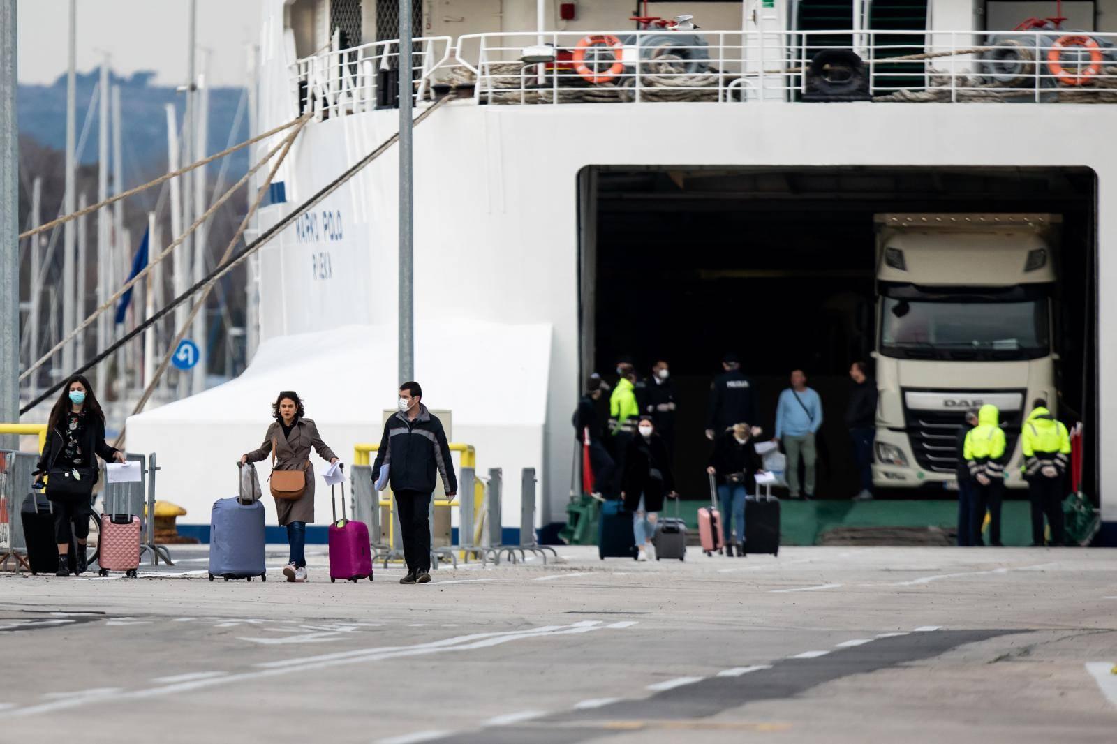 U Split stigao trajekt s putnicima iz Italije