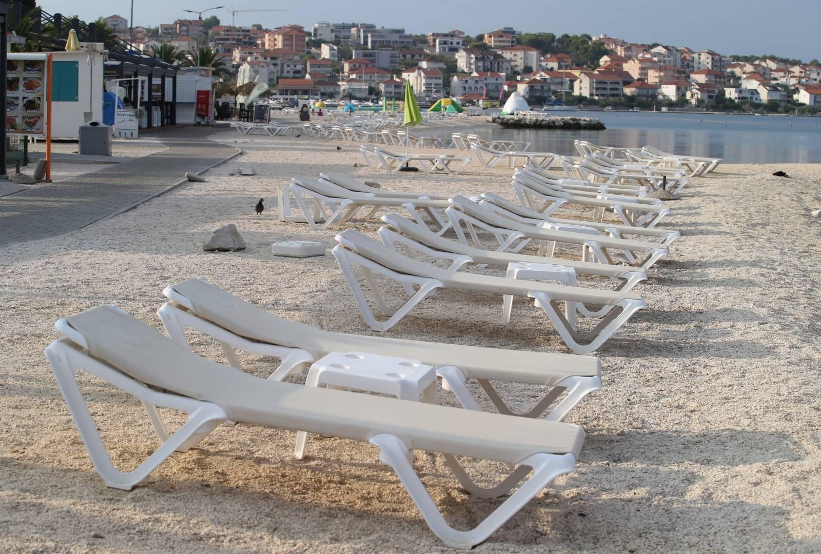 Plaža u Okrugu Gornjem prije samo nekoliko dana bila je puna turista