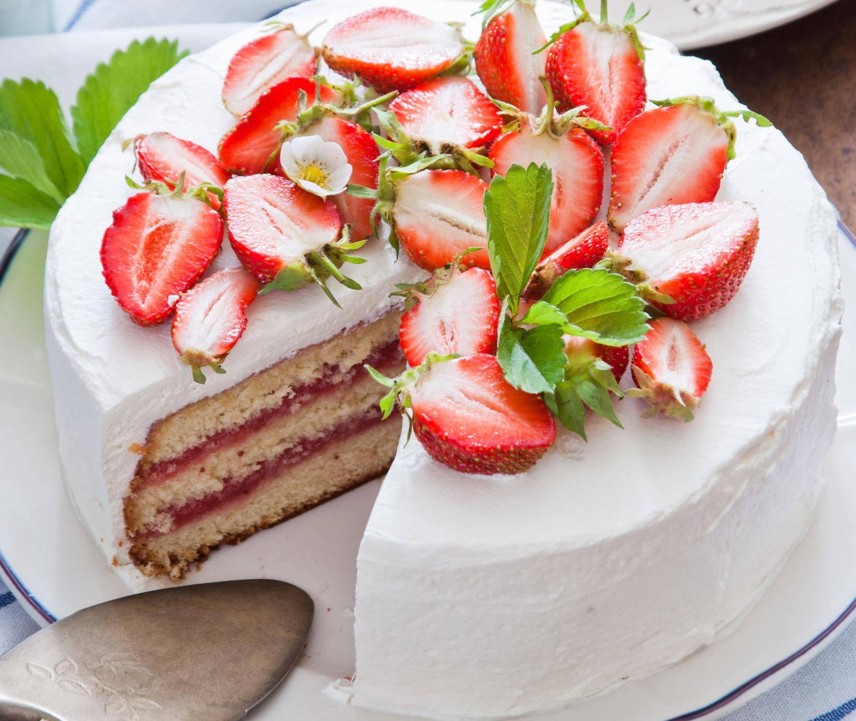Proljetna torta od jagoda - sloj po sloj nevjerojatnog užitka...