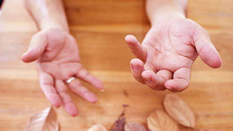 Ruke ti se tresu kao u starice? Možda je kofein, možda alkohol