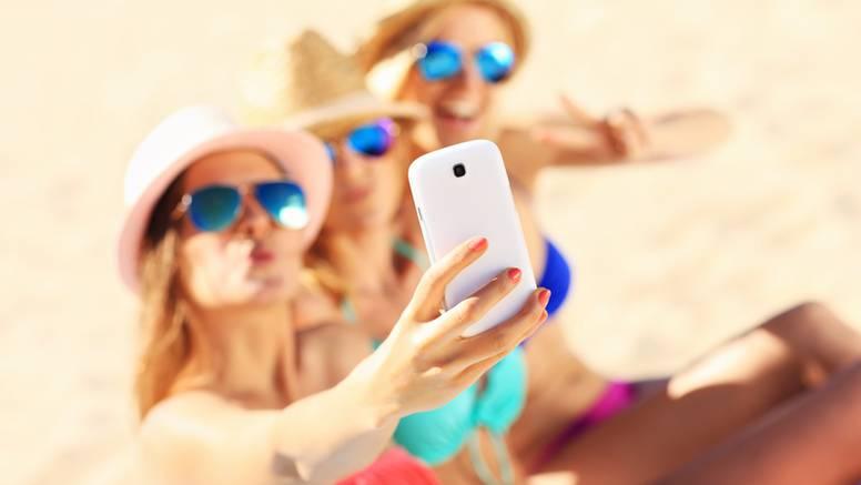 Francuskinje se ne žele kupati toplesu zbog pametnih telefona