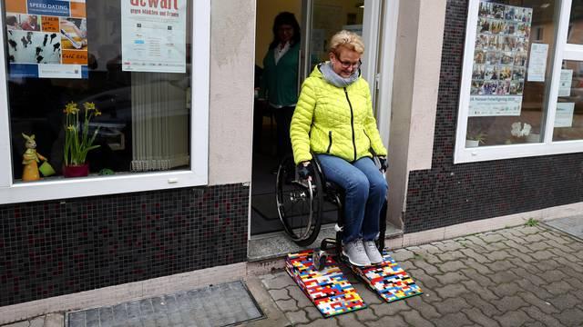 Nijemica Rita Ebel izgradila rampu od lego kocki