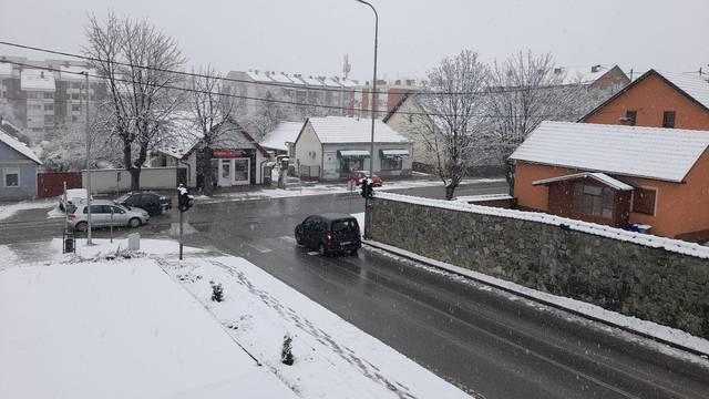 Snijeg napadao u Slavoniji i Lici