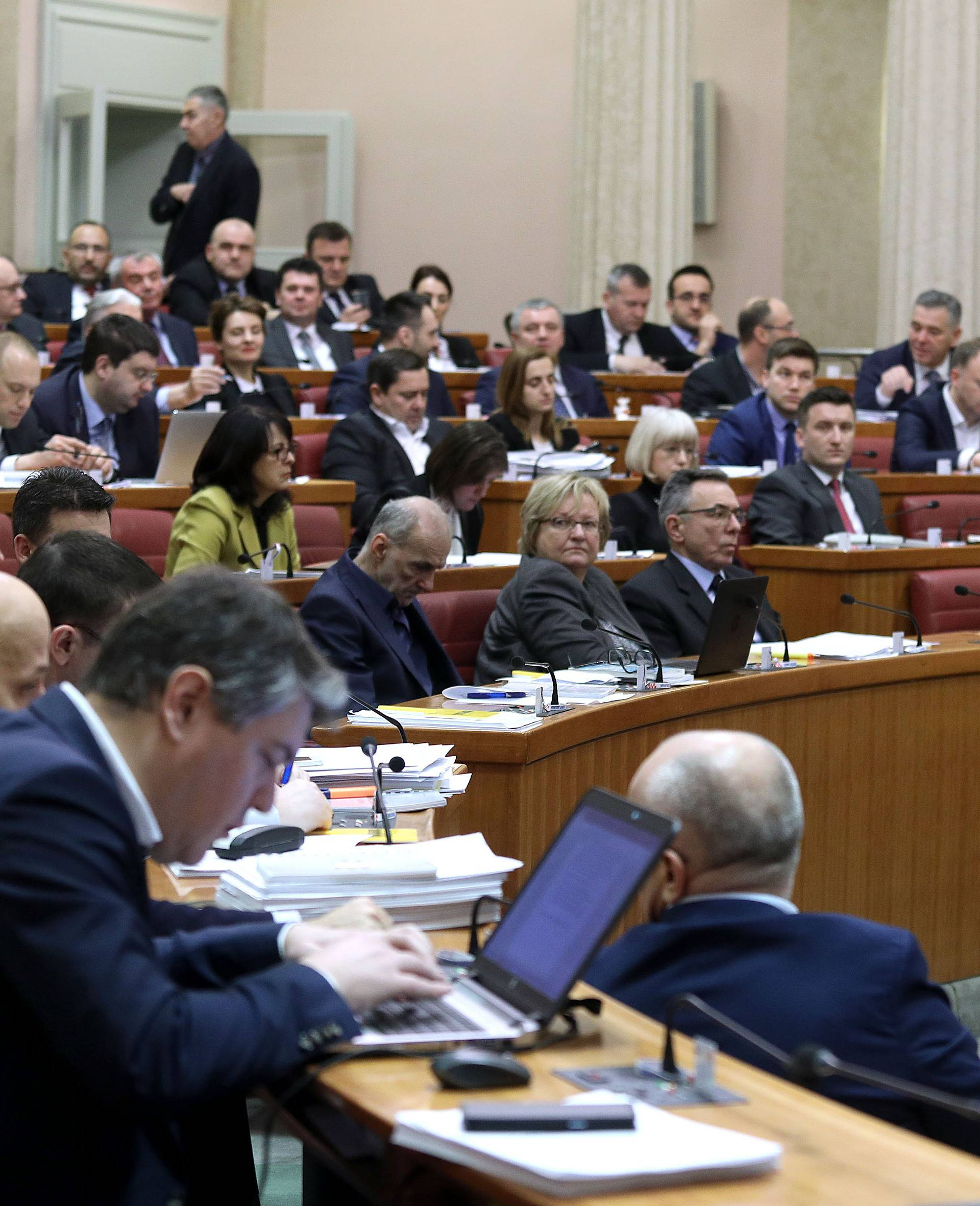 Šok u Saboru: Zastupnici će morati raditi već u ponedjeljak