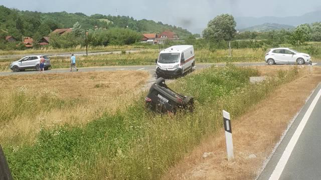 FOTO Teški sudar automobila i sanitetskog vozila kod Zaboka